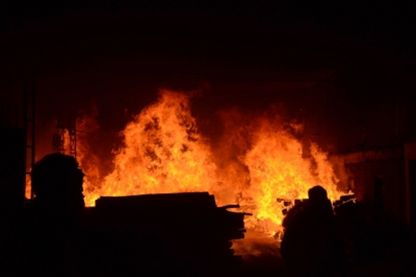Crowd set fire in police post on the death of a woman in an accident in Kanpur