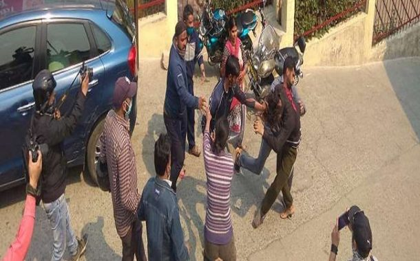 Bloody clash between two sides, four people injured, condition of one more serious
