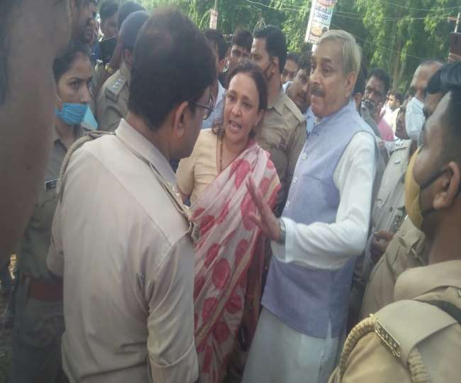Congress supporters and BJP leaders clashed in Pratapgarh, supporters of both clashed