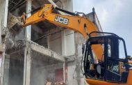 Demolition In Mau: Demolition action on the mall close to Mukhtar Ansari