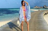 See bold photos of Sophie Choudry's Maldives vacation