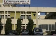 OPD and emergency stalled for four hours in Aligarh's Deendayal Hospital, screaming